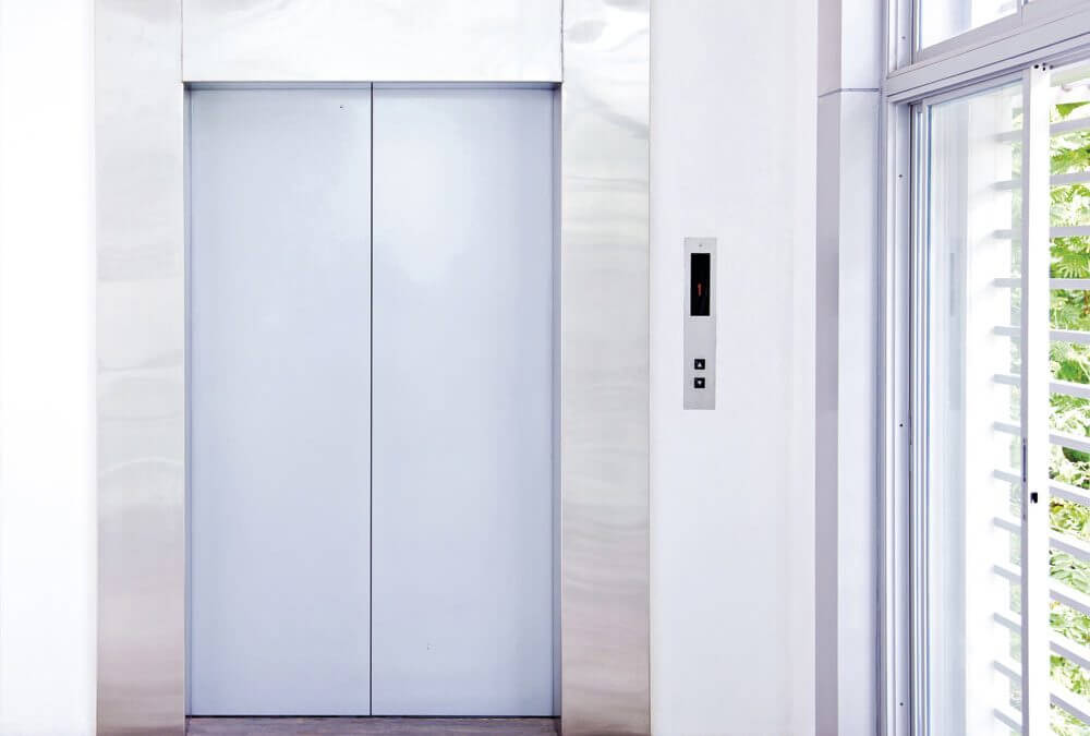 Instalación de ascensor en edificio viejo